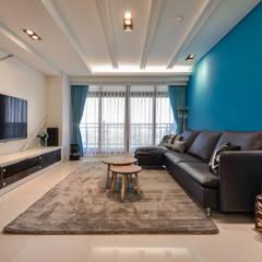 Salas / recibidores de estilo  por 存果空間設計有限公司, Mediterráneo