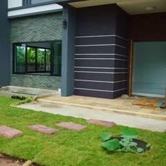 บ้านทรงกล่อง  สวย เรียบง่าย ทันสมัย:  บ้านและที่อยู่อาศัย by Add-con Architect