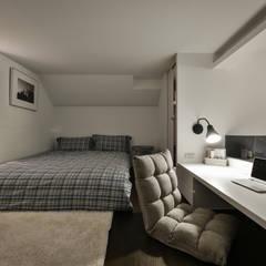 藍調小品:  臥室 by 存果空間設計有限公司
