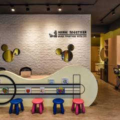 Offices & stores by 存果空間設計有限公司