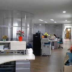 Remodelación sede FrutaFino . Yumbo - Valle: Estudios y despachos de estilo  por DM arquitectura