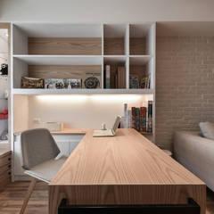 光映。果香。暖居:  書房/辦公室 by 存果空間設計有限公司
