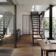 047国立Nさんの家: atelier137 ARCHITECTURAL DESIGN OFFICEが手掛けたダイニングです。,