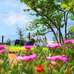 동화같은 마당을 품은 아기자기한 전원주택: 한글주택(주)의  정원,클래식