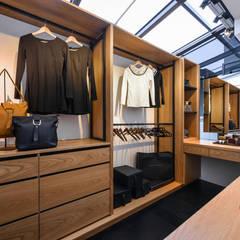 藏。:  更衣室 by 存果空間設計有限公司