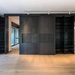Scrigno: Casa al Portonaccio Roma 2017 : Porte in stile  di Scrigno S.p.A. Unipersonale