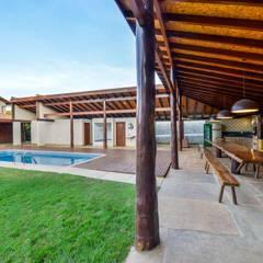 Área de Lazer em Condomínio em Esmeraldas-MG: Garagens e edículas rústicas por Aptar Arquitetura