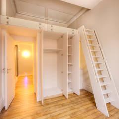 4 - chambre: Chambre de style de style eclectique par Atelier Claire Dupriez