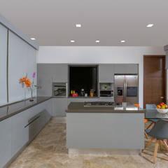 PROYECTOS TERMINADOS COCINAS: Cocinas de estilo  por ATELIER CASA S.A.S