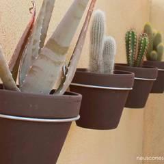 Ajardinamiento casa Sant Pere Molanta: Jardines de estilo  de Neus Conesa Diseño de Interiores
