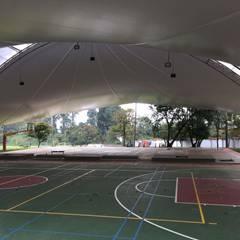 MEMBRANA ARQUITECTONICA - Colegio Alemán - Medellin: Gimnasios  de estilo  por Bocanumenth Arquitectura Textil