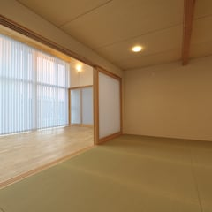 コンパクトな家: 杉浦建築計画事務所が手掛けた和室です。