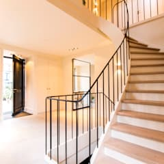 Kwartslag trappen:  Gang en hal door Van Bruchem Staircases & Interiors