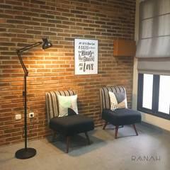 Interior Residential - Pomentia Residence: Ruang Keluarga oleh RANAH, Industrial