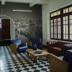 CASA 74: Salas de estilo  por RCRD Studio