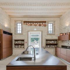 Hotel Paço de Vitorino: Cozinhas  por PROD Arquitectura & Design