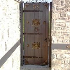 Erim Mobilya  – Bahçe_giriş_kapısı_masif_ahşap:  tarz Ahşap kapılar