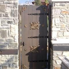 Puertas de madera de estilo  por Erim Mobilya