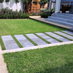 حیاط توسطGorgeous Gardens, مدرن