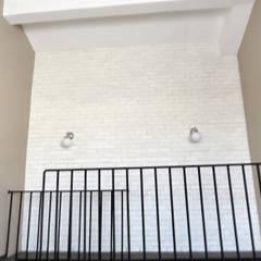 MİMPERA – Üst Kat Duvar Detayı:  tarz Duvarlar