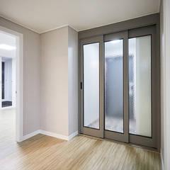 기본에 충실한 BASIC HOUSE: 제이앤예림design의  복도 & 현관