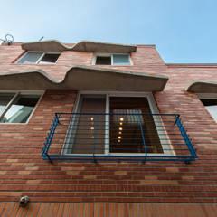 신길동 주택: 더 이레츠 건축가 그룹의  창문,클래식