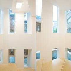 신길동 주택: 더 이레츠 건축가 그룹의  창문