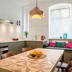 Küche: ausgefallene Küche von CONSCIOUS DESIGN - INTERIORS