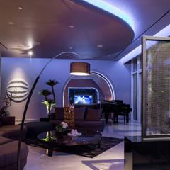 Urban Living at Pacific Place Residence: Ruang Keluarga oleh E&U, Modern Batu Bata