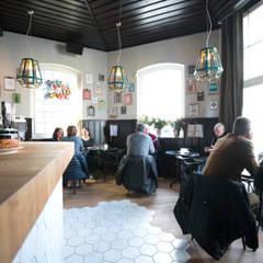 Stadsherberg De Poshoorn:  Bars & clubs door Çedille by Françoise Oostwegel