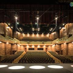 Teatro de la Ciudad Irapuato Interior: Centros de exhibiciones de estilo  por Grupo Link