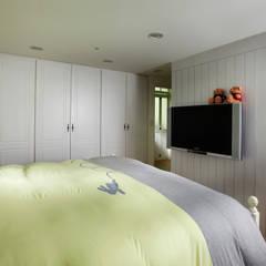 恣意的享受家居生活:  臥室 by 弘悅國際室內裝修有限公司