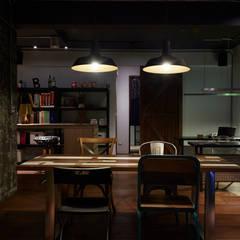 隨意放鬆小酒館的feel 根據 弘悅國際室內裝修有限公司 工業風 實木 Multicolored