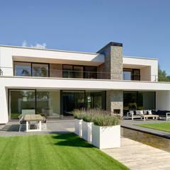 Villa in Teteringen:  Huizen door Broos de Bruijn architecten, Modern