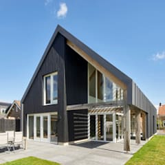 Villa in Sint Pancras:  Huizen door Broos de Bruijn architecten