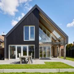 Villa in Sint Pancras:  Huizen door Broos de Bruijn architecten, Modern