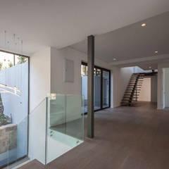 Interior  - gallery.:  Corridor & hallway by Architectural Hub