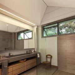Casa La Querencia: Baños de estilo  por toroposada arquitectos sas ,