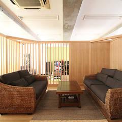 仕事が楽しくなるオフィス: 株式会社小木野貴光アトリエ 級建築士事務所が手掛けたオフィスビルです。