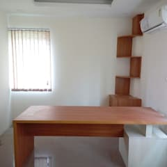 Study/office by Scale Inch Pvt. Ltd.