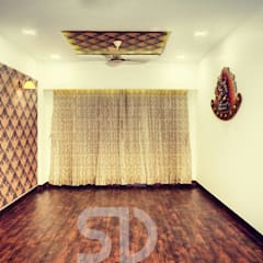 Dining Space in Living Room:  Dining room by SUMEDHRUVI DESIGN STUDIO