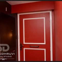Main Door with Shoe Rack (inside residence):  Corridor & hallway by SUMEDHRUVI DESIGN STUDIO