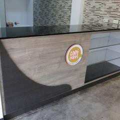 Cafe  Planet Universidad Politecnico Gran Colombiano: Locales gastronómicos de estilo  por ProEscala- Arquitectos