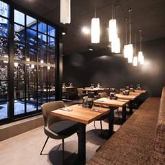 Photo projet: Restaurants de style  par ATELIER TATIANA NJOLI