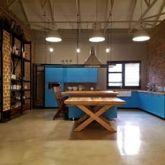 Residential Magaliesburg SA - Industrial Kitchen:  Kitchen by HEID Interior Design, Industrial Concrete