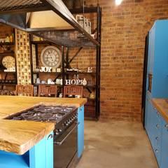 Residential Magaliesburg SA - Industrial Kitchen:  Kitchen by HEID Interior Design, Industrial MDF