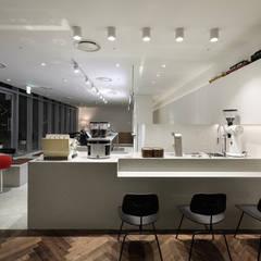 Bars & clubs by SUPER PIE DESIGN STUDIO