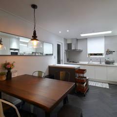 Dining room by 와이피스페이스