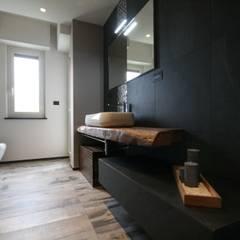 حمام تنفيذ Roberta Bonavia Architetto, تبسيطي