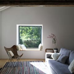 Pink House: Soggiorno in stile  di Mezzo Atelier